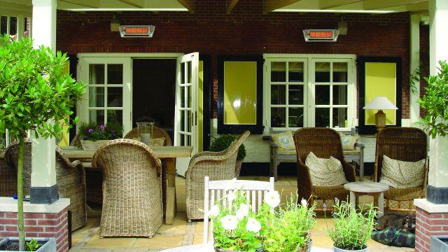 Privatterrasse mit Terrassenstrahlern der Firma Schwank.
