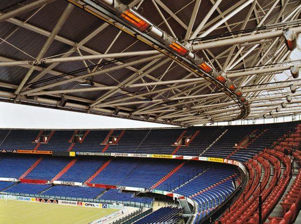 Schwank Hellstrahler als Stadionheizung im Stadion von Rotterdam.